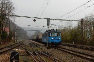 Nákladní vlak v Zadní Třebani. Foto: Správa železnic