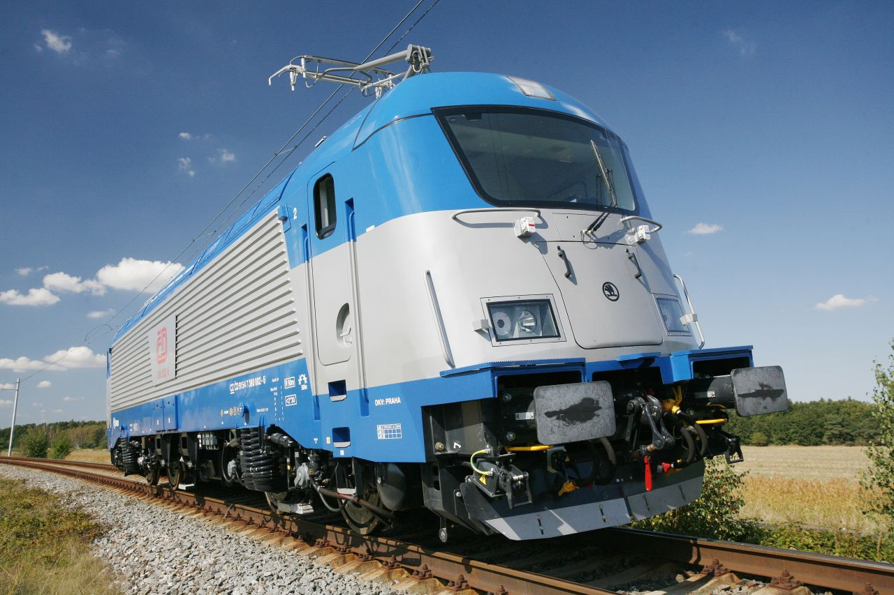 Lokomotiva řady 380 na zkušebním okruhu ve Velimi. Foto: České dráhy