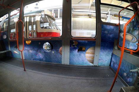 Výzdoba interiérů brněnských tramvají. Pramen: DPMB