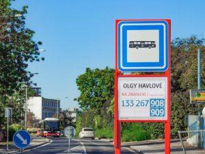 Autobusová zastávka Olgy Havlové v Praze na Žižkově. Pramen: twitter Zdeňka Hřiba