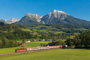 "Vlak ÖBB IC 600 ""Bosruck"" na Pyhrnbahn. Von Liberaler Humanist - Eigenes Werk, CC BY-SA 3.0, https://commons.wikimedia.org/w/index.php?curid=73460952"