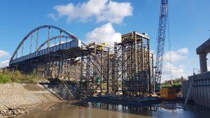 Nasouvání nového mostu ve Vrbně. Pramen: ŘVC