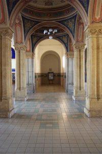 Interiér nádraží Teplice. Autor: User:Aktron – Fotografie je vlastním dílem, CC BY-SA 3.0, https://commons.wikimedia.org/w/index.php?curid=1065709
