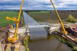 Nový most přes Vraňansko-hořínský kanál v Zelčíně. Pramen: ŘVC