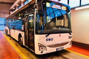 Autobus Iveco Crossways LE 14,5, který DPP používal pro linku Airport Express. Foto: DPP