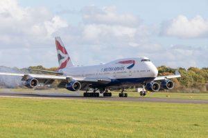 Boeing 747-400 přistává na letišti Dunsfold. Foto: Dunsfold Aerodrome