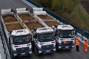 Zátěžová zkouška na novém mostě v Hořicích. Foto: ŘSD