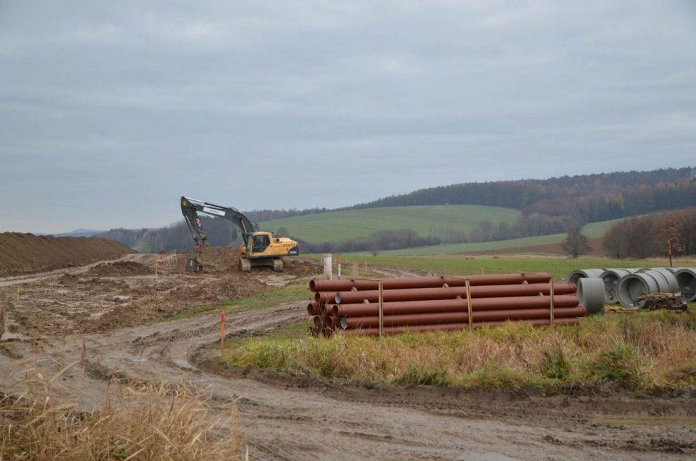 Přípravné stavební práce pro dálnici D49 Hulín - Fryšták. Foto: ŘSD