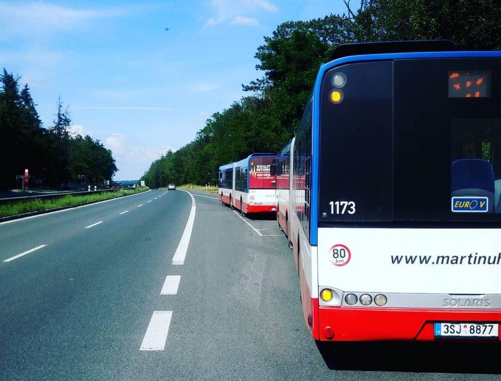 Autobusová zastávka Jíloviště na D4. Foto: Martin Uhera - autobusová doprava