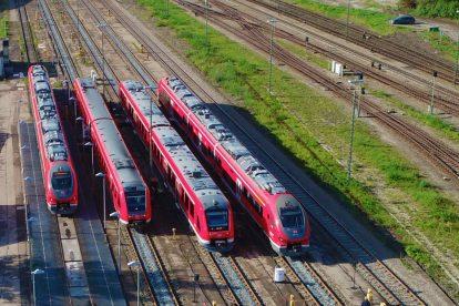 Jednotky Pesa Link v Kemptenu ve společnosti starších vozidel DB Regio. Foto: Pesa