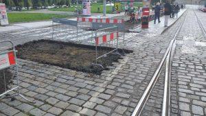 Rozšiřování tramvajového ostrůvku zastávky Malostranská. Foto:Jiří Kejdana /DPP
