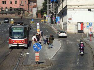 Zastávka Malostranská po rozšíření nástupních ostrůvků. Foto: Pražská integrovaná doprava