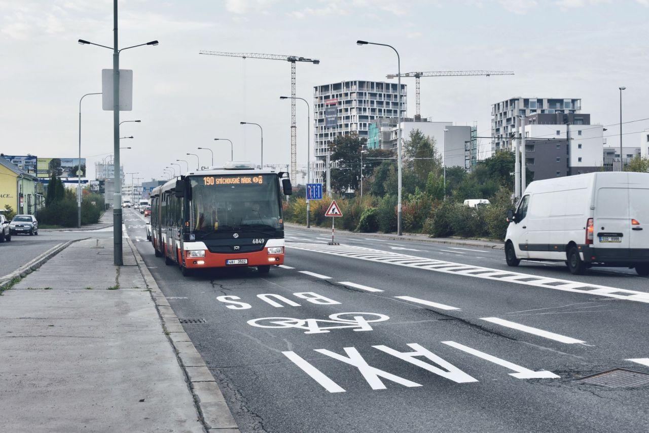 Buspruh v Modřanské. Foto: Ropid