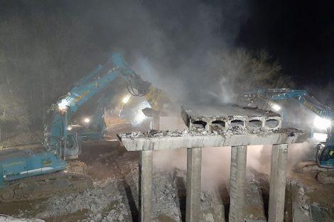 Demolice mostu přes D10. Foto: Skanska