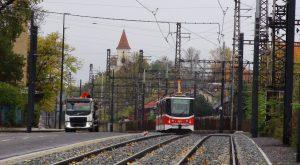 Zkušební jízda tramvaje v Nádražní ulici v Praze. Pramen: DPP