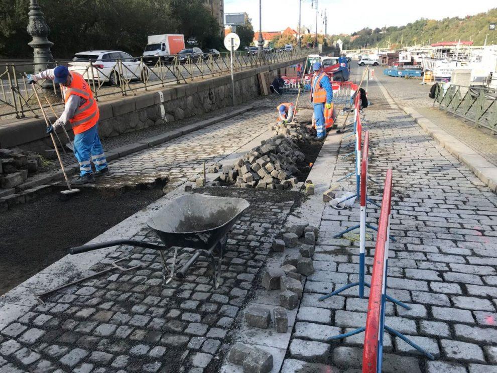 Úpravy pásu pro cyklisty u Štefánikova mostu v Praze. Foto: TSK