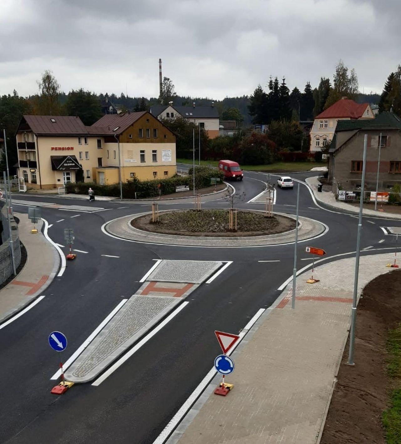 Křižovatka Ostrý roh po rekonstrukci. Foto: Liberecký kraj
