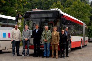Prezentace autobusů Solaris v Jablonci nad Nisou. Zcela vlevo Jiří Vařil, někdejší šéf BusLine, nyní dopravně-ekonomický analytik Jakuba Vyskočila. Ten je oficiálním majitelem BusLine Holding. Foto: Petr Mikula