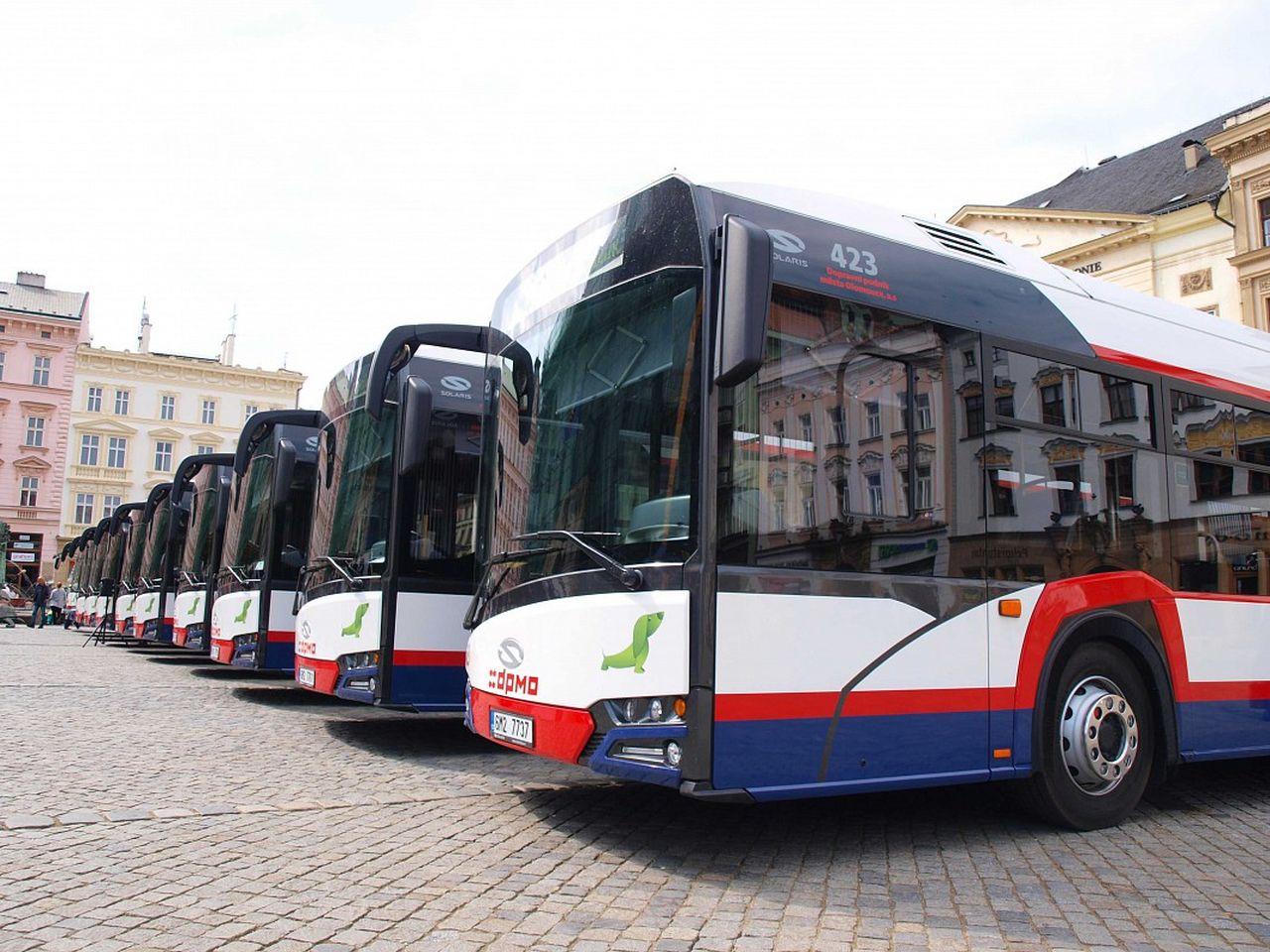 Autobusy Solaris v barvách Dopravního podniku města Olomouce. Foto: DPMO