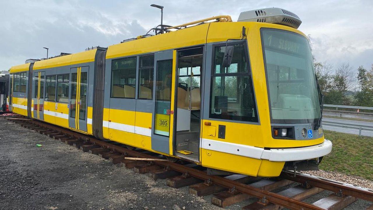 Tramvaj Škoda 03T6 Anitra u D10. Foto: Občerstvení Letadlo