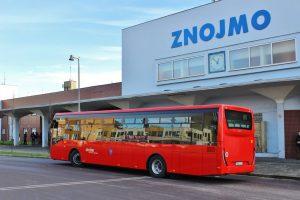 Autobusy městské hromadné dopravy ve Znojmě. Foto: Dopravní společnost Psota