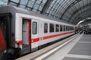 Vůz řady Bpmz Deutsche Bahn. Foto: ArtVandelay13, CC BY-SA 3.0 , via Wikimedia Commons