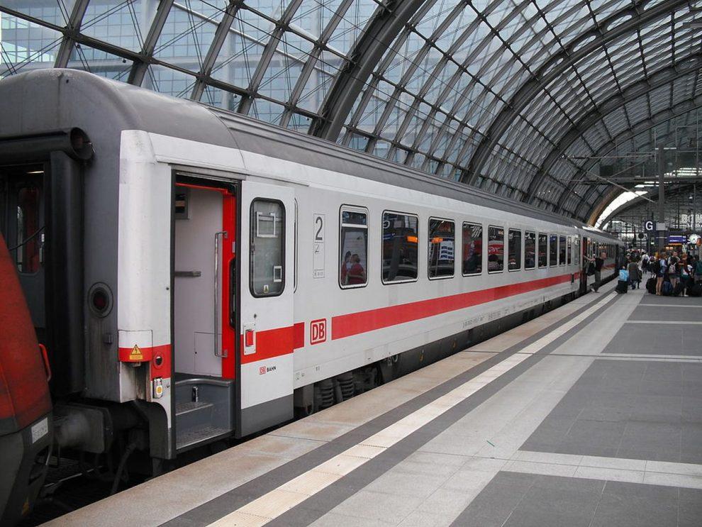 Vůz řady Bpmz Deutsche Bahn. Foto: ArtVandelay13, CC BY-SA 3.0 , via Wikimedia Commons