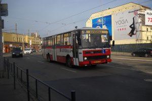 Karosa B732 jako autoškola, ilustrační foto. Autor: Petricekvoz – Vlastní dílo, CC BY-SA 4.0, https://commons.wikimedia.org/w/index.php?curid=54212748