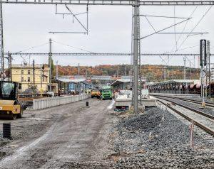 Pohled na stanici Praha-Vršovice směrem od hlavního nádraží k Hostivaři. Pramen: Správa železnic