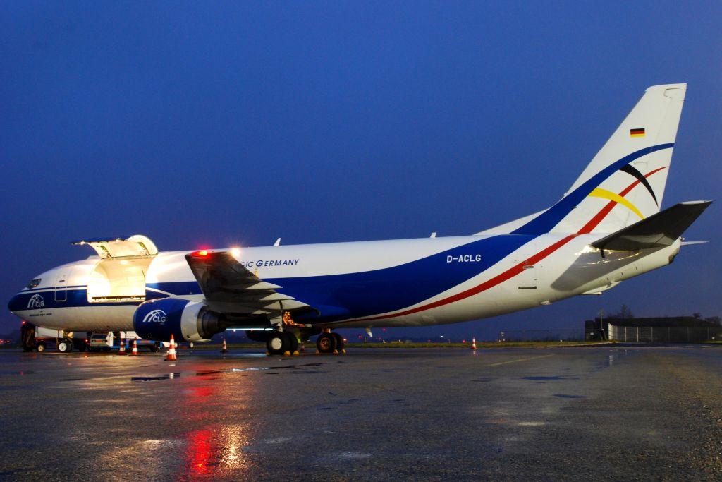 Boeing 737-400F společnosti CargoLogic Germany. Foto: Daniel Eliáš