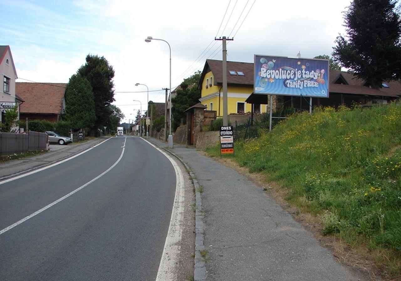 Silnice I/11 v Doudlebech nad Orlicí. Foto: mojebillboardy.cz