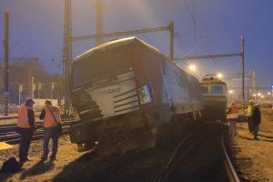 V Kolíně vykolejila lokomotiva Siemens Vectron. Foto: Drážní inspekce