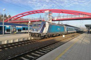 Bombardier TRAXX MS3 v čele vlaku Českých drah v Karlových Varech. Foto: Jan Plomer