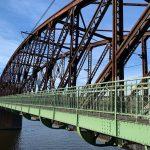 Železniční most pod Vyšehradem - severní lávka po opravě. Pramen: FB Adama Scheinheraa