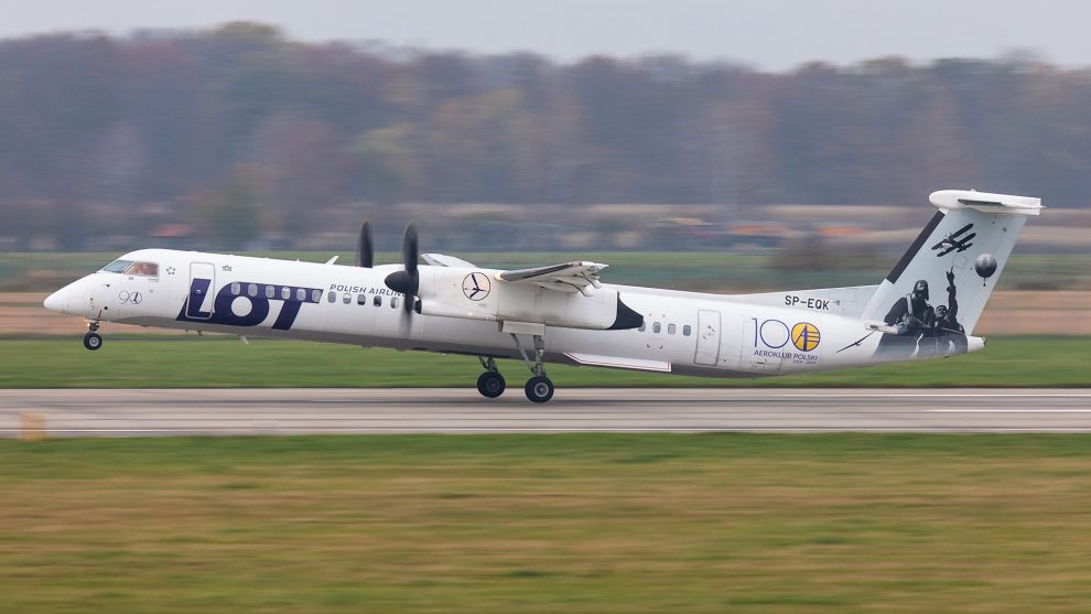 Bombardier Dash 8 Q400 společnosti LOT v Ostravě při vzletu do Prahy. Foto: Radim Kobližka / LKMT Spotters