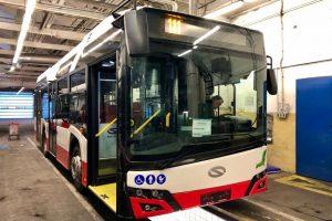 Nové midibusy plus Solaris Urbino 10,5. Foto: Daniel Šabík / DPP