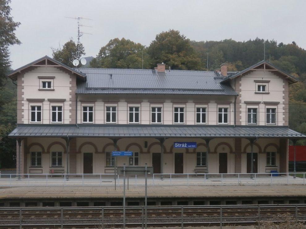 Nádražní budova Stráž nad Ohří. Pramen: Správa železnic