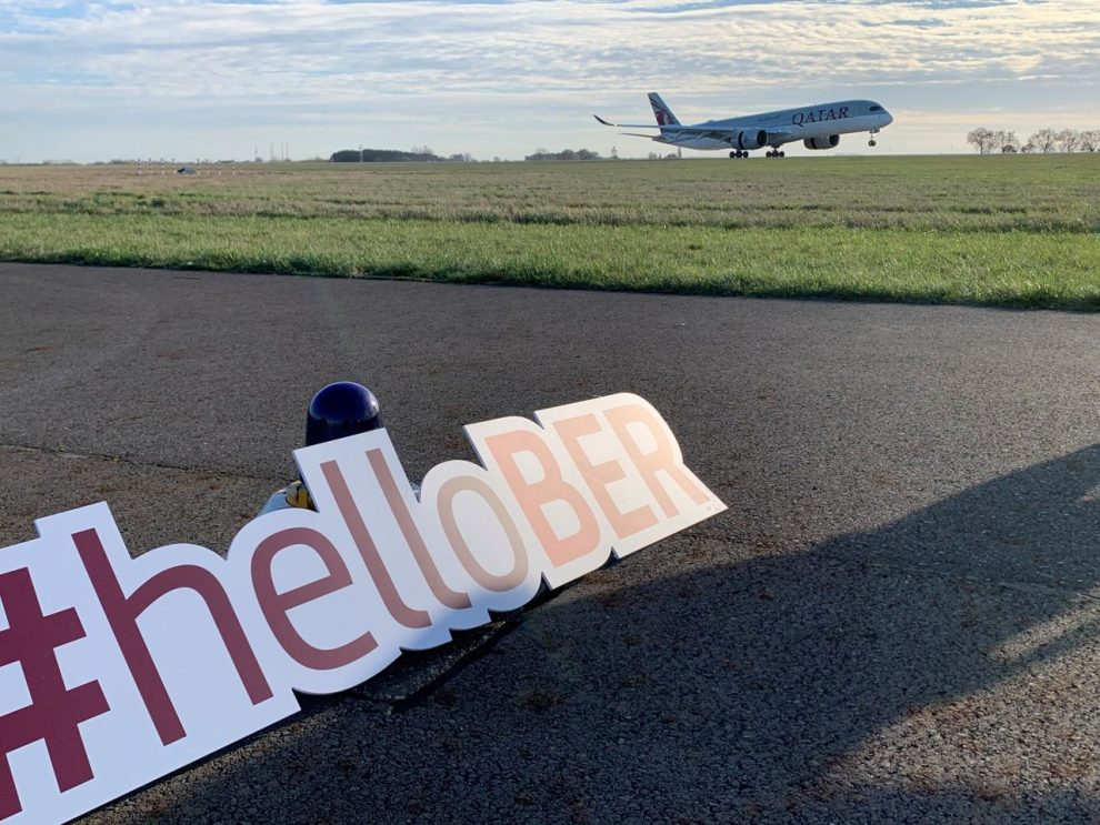 Airbus A350-900 společnosti Qatar Airways přistává v Berlíně. Foto: BER