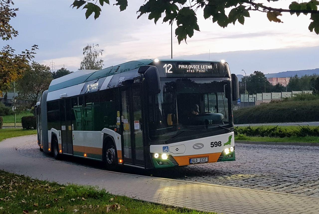 Autobus Solaris Urbino 18 v zastávce Zelené Údolí v Liberci. Foto: Jan Sůra / Zdopravy.cz