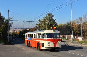 Historický trolejbus při zahájení obnoveného provozu v Praze v roce 2017. Pramen: ROPID
