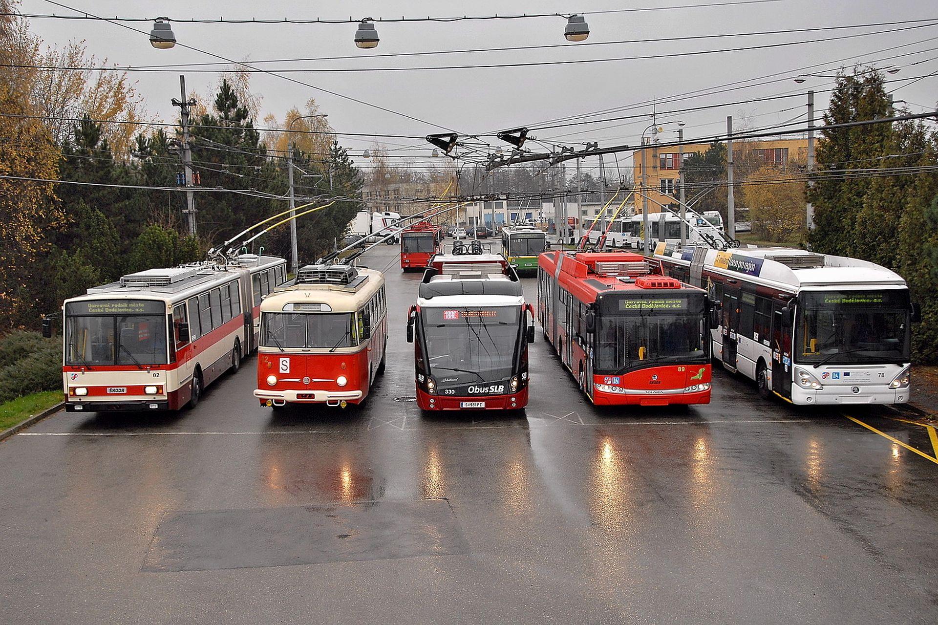 Trolejbusy v českobudějovické vozovně. Foto: Michal Chrást