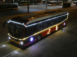 Vánoční elektrobus v Hradci Králové. Foto: DPMHK