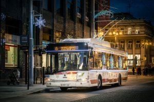 Vánoční trolejbus v Pardubicích. Pramen: DPMP