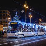 Tramvaj Škoda 15 T s vánoční výzdobou. Foto: PID