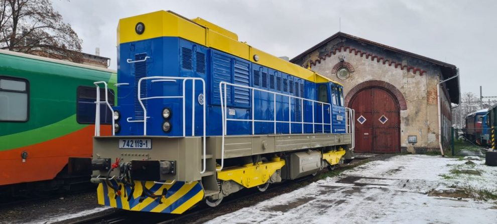 Lokomotiva 742.119 v barvách AŽD Praha. Foto: AŽD Praha