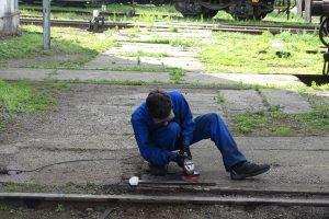Broušení části lokomotivy. Foto: Adam Kotas