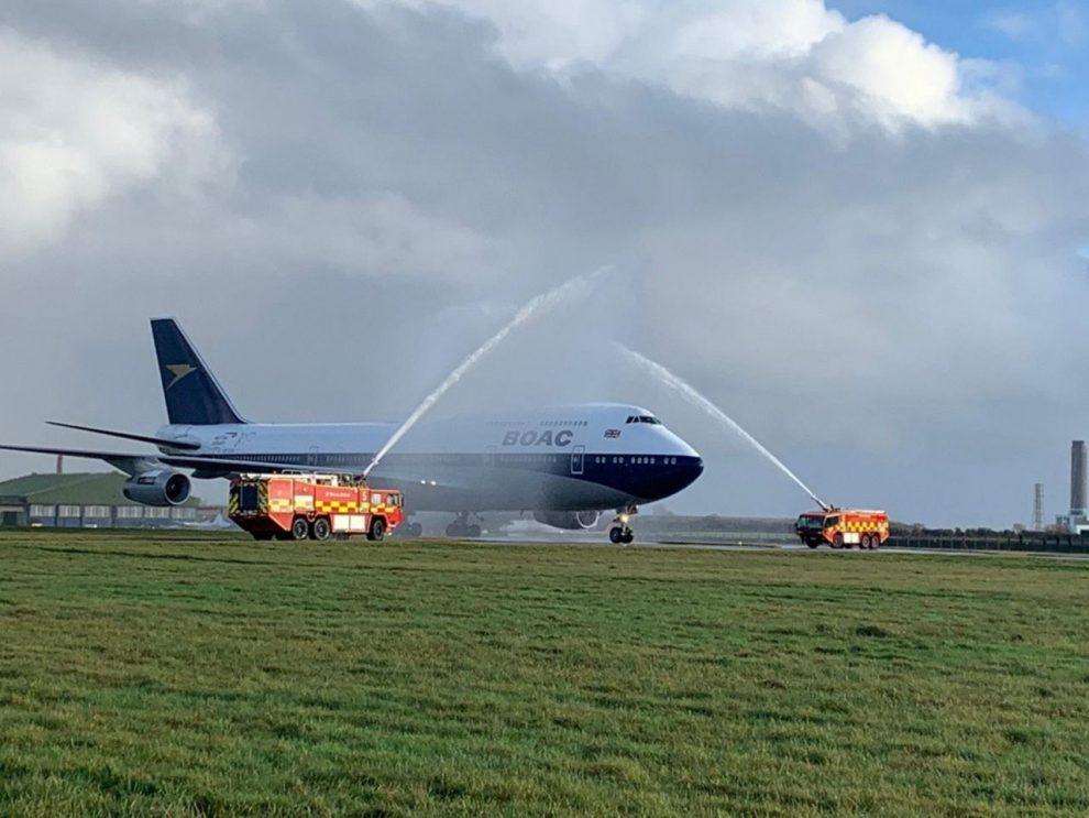 Přílet Boeingu 747-400 na letiště St. Athan. Foto: British Airways