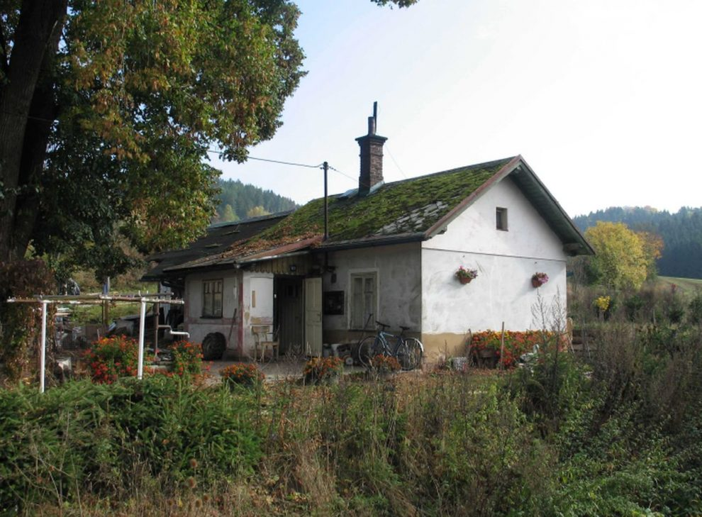 Drážní domek v Bělé u Staré Paky. Foto: Správa železnic