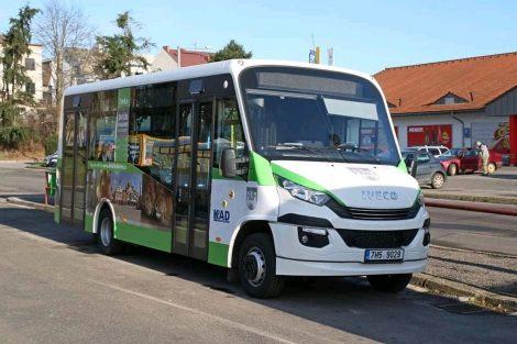 Autobus Iveco Dekstra LF38 pro MHD ve Dvoře Králové. Foto: MěÚ Dvůr Králové nad Labem