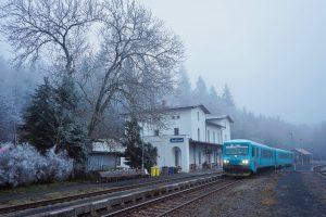 Rychlík společnosti Arriva vlaky ve stanici Jedlová. Foto: Správa železnic
